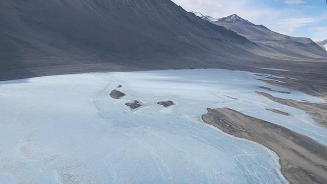 Lago Vanda. Incluso en las heladas más drásticas es uno de los lagos más cálidos de la Antártida.