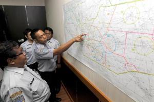 Amplían la zona de búsqueda del avión de AirAsia desaparecido