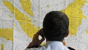 Suspendieron búsqueda del avión de AirAsia desaparecido