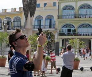 Ampliarán salas de internet y proyectan áreas de wi-fi en Cuba