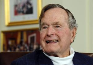 El expresidente George H.W. Bush deja el hospital y descansa en casa