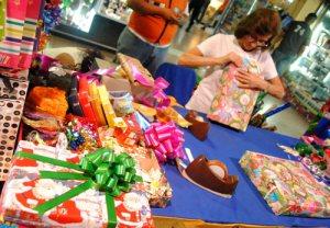 Aseguran que la crisis limita la compra de los obsequios navideños