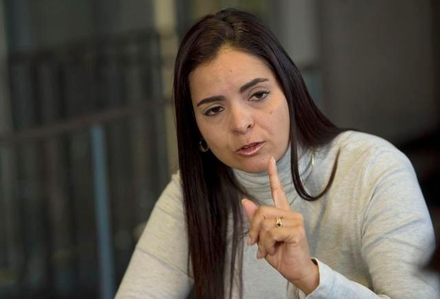 La abogado Tamara Suju recibió asilo político del gobierno checo. Acá en conversación con el diario Ceske Noviny