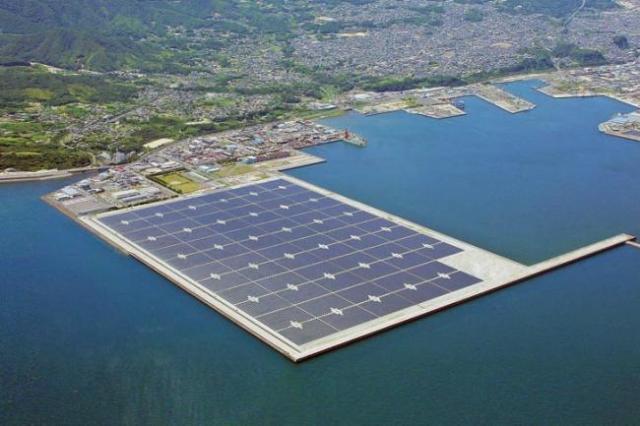 Foto:  planta solar flotante / xataka.com
