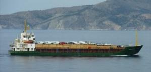 Guardacostas griegos acuden a socorrer un barco con inmigrantes ilegales armados