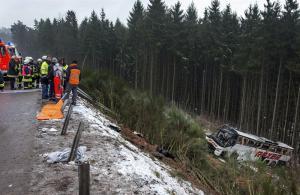 Cuatro muertos y 40 heridos deja accidente de autobús en Alemania