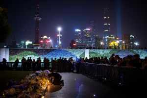 """La estampida en Shangai se habría producido porque caían """"dólares"""" del cielo"""