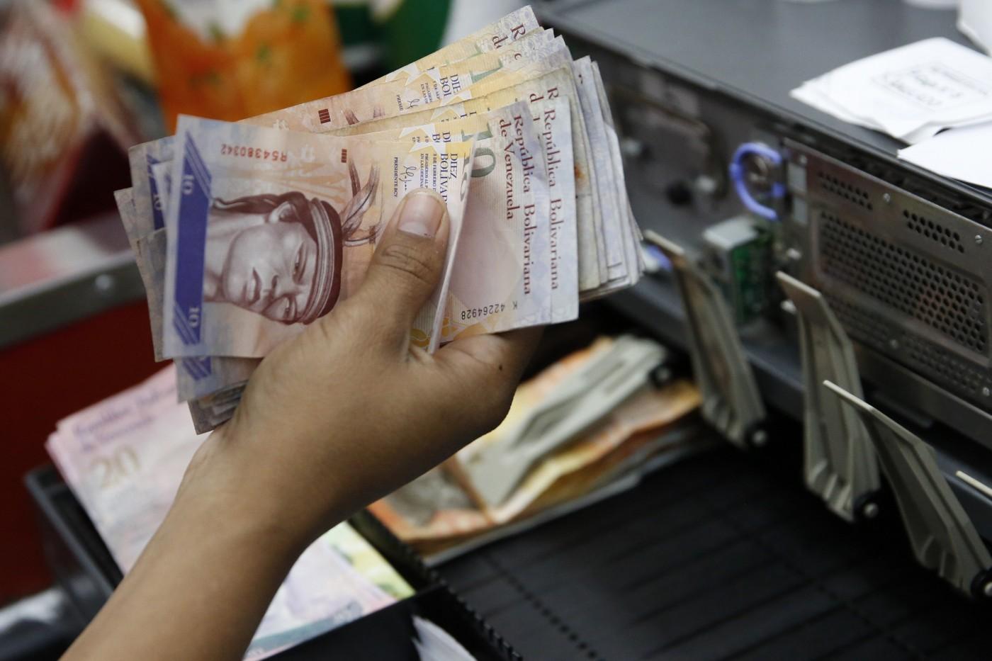 Desde este domingo el salario mínimo es de 5.634,47 bolívares