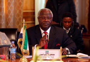 Presidente de Sierra Leona convoca a una semana de ayuno y oraciones por el ébola