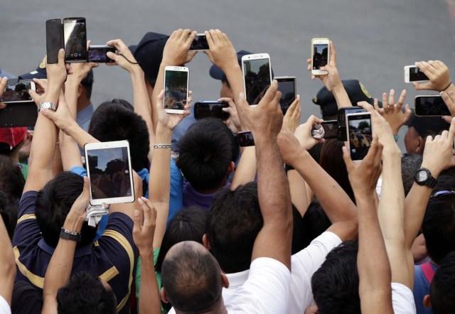 PAPA-GIRA-SMARTPHONES FOTOGALERIA