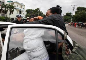 Policía detiene a disidentes que protestaban frente a una prisión en La Habana