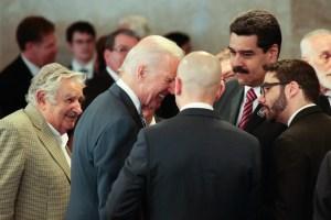 "Maduro le pidió a Biden ""que respete"" durante breve encuentro en Brasil"