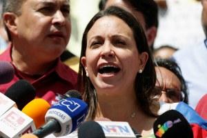 María Corina Machado exige destituir a Coronel acusado de vejar a la familia de López