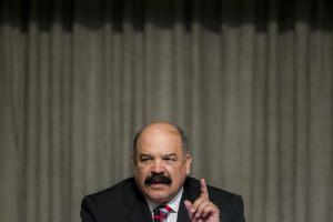 Revista Zeta: Con conocimiento de Merentes contrabandearon 100 mil millones de dólares del BCV