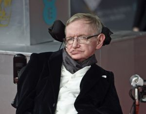La humanidad tiene 200 años para abandonar la Tierra, según Stephen Hawking