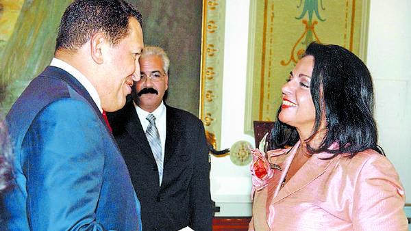 Nilda Celia Garré cuando presentaba sus credenciales como embajadora de Argentina en Venezuela ante Hugo Chávez, el 15 de julio de 2005