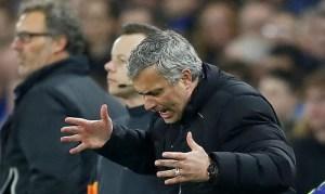 Suspenden a Mourinho con un partido por protestar a un árbitro