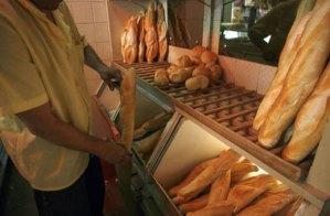 Escasez motiva a comercios a fijar horas para vender el pan en Puerto la Cruz