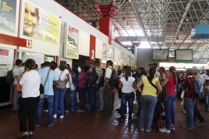Al menos seis salarios mínimos deberán invertir viajeros para salir de Caracas esta Navidad
