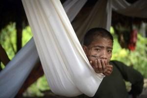 Devastadora epidemia de sarampión azota a indígenas yanomami (Fotos)