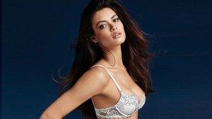 """Las FOTOS en bikini y ropa íntima de la venezolana que podría ser """"angelita"""" (Ángela Ruiz)"""