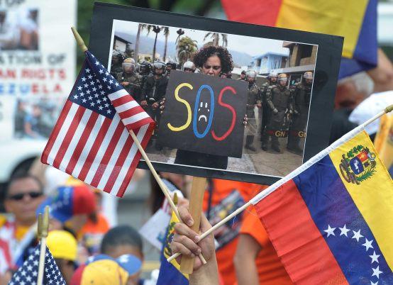 CARAVANA DE VENEZOLANOS PIDE A EE.UU. SANCIONES CONTRA SU GOBIERNO