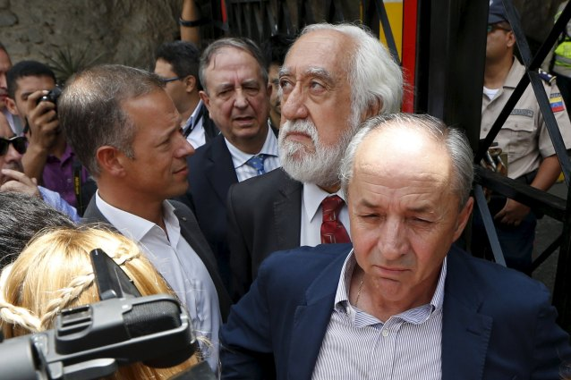 Senators from Spain (L-R) Andres Gil Garcia, Inaki Anasagasti, Josep Maldonado and Dionisio Garcia Carnero, talk in front of the main gate of the detention center where opposition leader Daniel Ceballos is jailed in Caracas July 23, 2015. A group of senators from Spain are visiting Venezuela, to observe the situation of jailed opposition leaders Leopoldo Lopez, Antonio Ledezma and Daniel Ceballos, according to local media. REUTERS/Carlos Garcia Rawlins