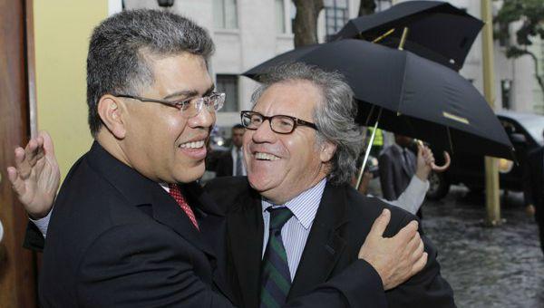 El ministro del Poder Popular para Relaciones Exteriores de la República, Elías Jaua, recibió a su homólogo uruguayo, Luis Almagro en la Patria de Bolívar, con el objetivo de afianzar los lazos políticos de amistad, solidaridad y cooperación entre los dos países.