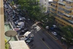 Pacientes de diálisis protestan en la Rómulo Gallegos por falta de insumos
