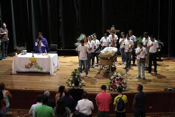 En horas de la tarde en el auditorio de la Unet se ofició una misa por el eterno descanso de Ricardo José Contreras Meza