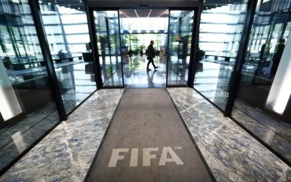 El salón de ingreso a la sede de la FIFA en Zúrich, jul 20 2015. La FIFA, entidad que regula el fútbol mundial, lanzó una investigación interna sobre supuesta corrupción, dijeron dos personas familiarizadas con el tema, en un hecho que podría indicar una mayor cooperación con las pesquisas que llevan adelante autoridades de Suiza y Estados Unidos.       REUTERS/Arnd Wiegmann