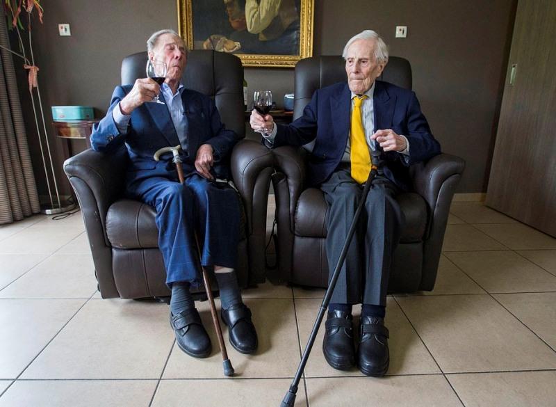 Los gemelos más viejos del mundo son dos hermanos belgas de 102 años