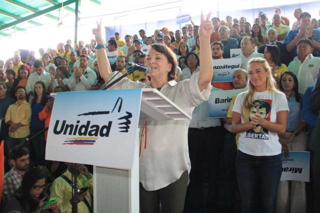 Mitzy en presentación de candidatos  de la MUD (1)