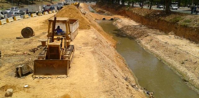 Con la ampliación de la Autopista Valle-Coche se está interviniendo el cauce del Río El Valle, lo cual causará un inminente desbordamiento (PanAm Post)