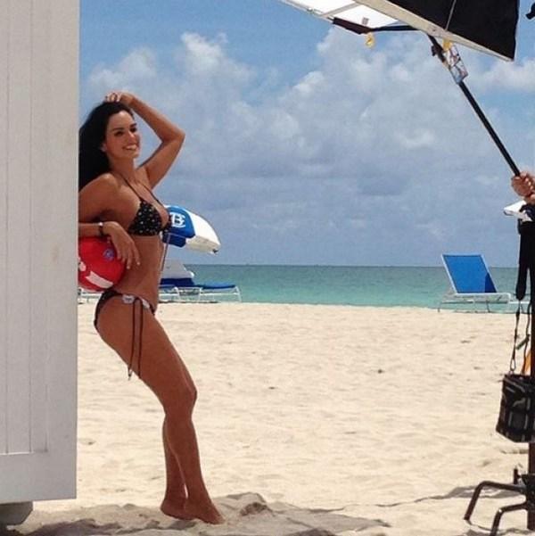 Caliente! Scarlet Ortiz y sus sexys retro fotos en bikini que te dejarán  con la boca abierta - LaPatilla.com