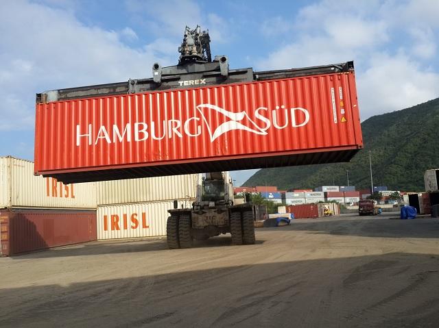 Movimiento de un contenedor de Hamburg Sud en Puerto Cabello