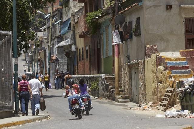 Vecinos de San Martín aseguraron que a veces los rollos del barrio se trasladan hasta la avenida. Crónica.Uno/Cristian Hernández