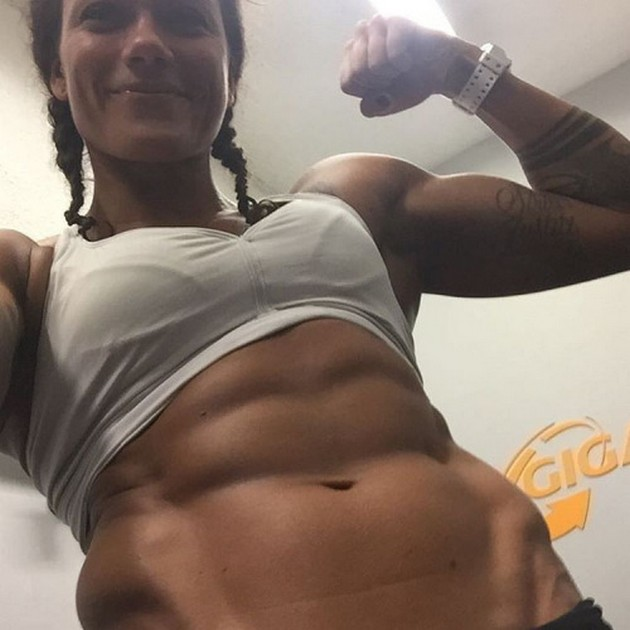 Girls-with-Abs-9-18_00004