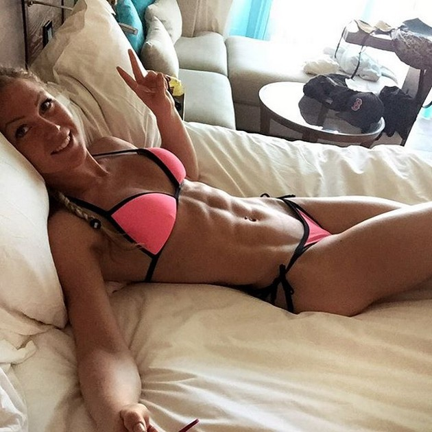 Girls-with-Abs-9-18_00008