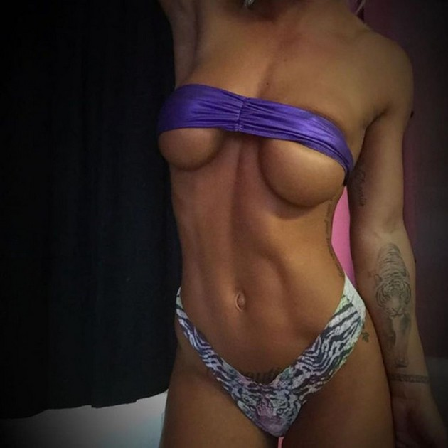 Girls-with-Abs-9-18_00009