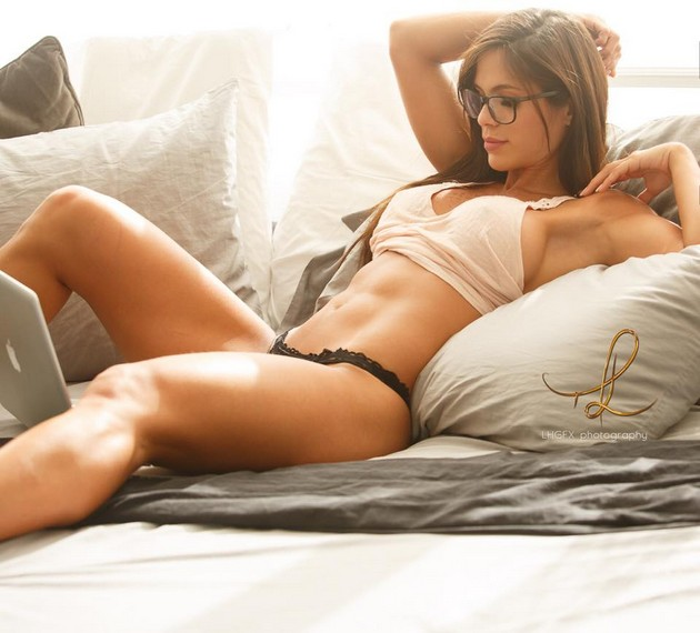 Girls-with-Abs-9-18_00017