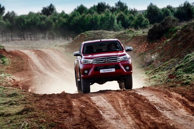 Toyota-Hilux-EU (8)
