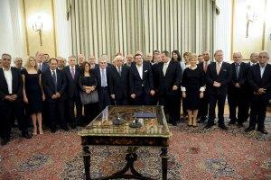 Gabinete griego presta juramento con pocas caras nuevas
