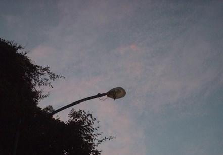 Más de 100 postes sin luz en Colinas de Bello Monte