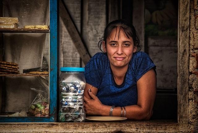 ¿Cuáles son los síntomas de la venezolanitis aguda? Simple, Cuba que apenas exportaba 1,6 millardos a la llegada de Chávez al poder, terminó exportando 6 millardos más a Venezuela y el dinero gratis, arrasó con la idea de producción