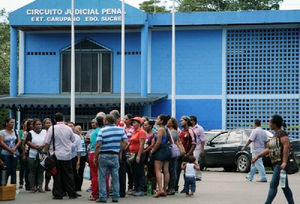 Circuito Judicial : Familiares de reos protestaron en el circuito judicial penal en
