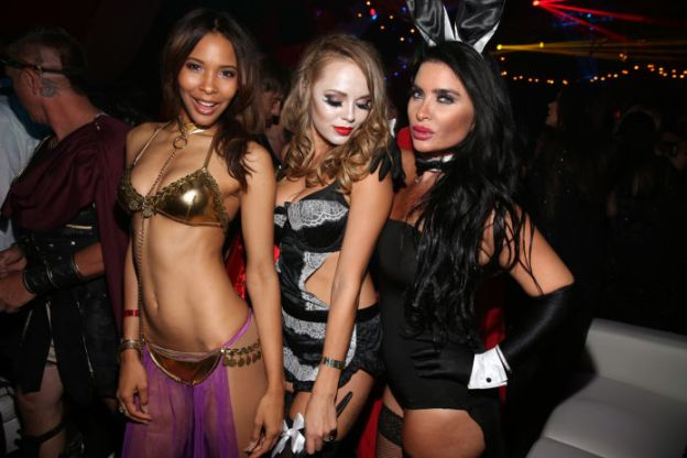 Mansion-Playboy-Halloween (1)