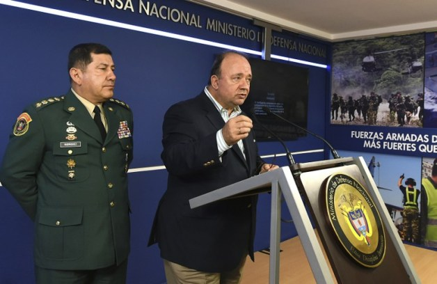 "Handout photo released by the Colombian Ministry of Defense of Colombia's Defense Minister Luis Carlos Villegas (R) speaking next to General Commander of the Armed Forces Juan Pablo Rodriguez, on October 31, 2015, in Bogota, Colombia. Villegas said Saturday that the FARC have respected the unilateral ceasefire declared by the guerrilla but that ""hostilities"" against civilians have not ceased. AFP PHOTO / Colombian Defense Ministry - Javier Casella"