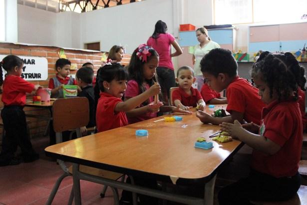niños en clase municipio sucre