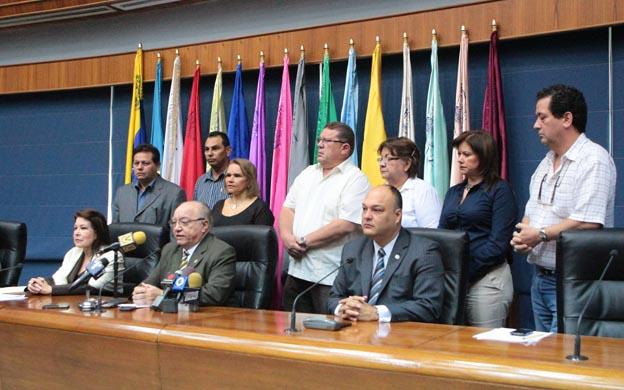 Maracaibo; Venezuela 02/11/2015 Zulia Rueda de prensa de Jorge Palencia rector de La Universidad del Zulai en rechazo a las declaraciones del Gobernador del Zulia en su contra.